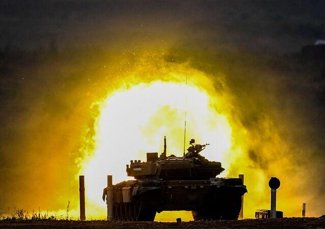 منتدى أرميا 2020 في حقل ألابينو العسكري في ضواحي موسكو -  دبابة تي-72 التابعة للفريق العسكري من كازاخستان