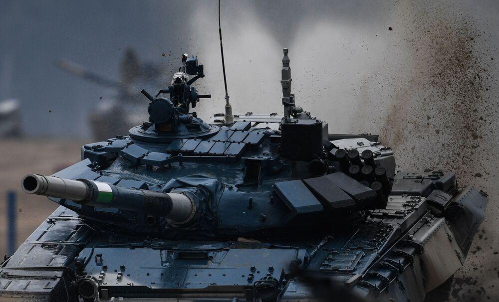 القوات المسلحة من أوزبكستان خلال بياثلون الدبابات 2020 في حقل ألابينو، في إطار المنتدى العكسري الدولي أرميا 2020 والألعاب العسكرية الدولية أرمي 2020 (الجيش 2020)
