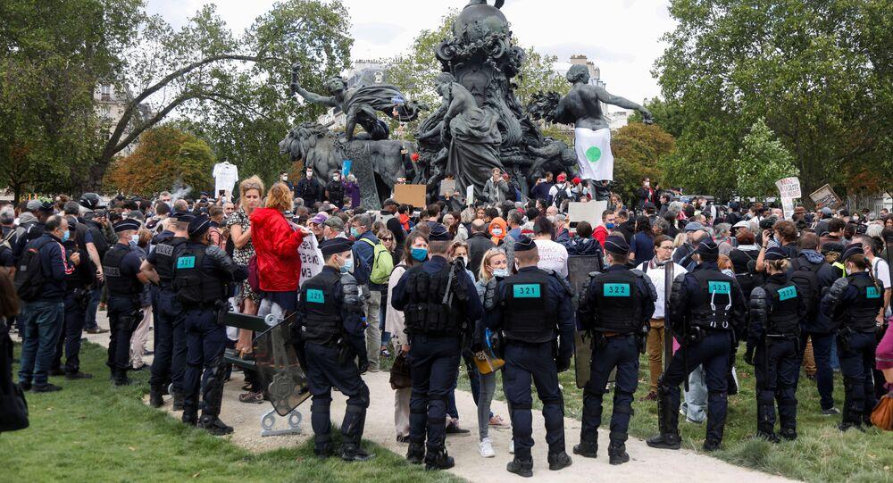 مظاهرات باريس ضد قيود كورونا