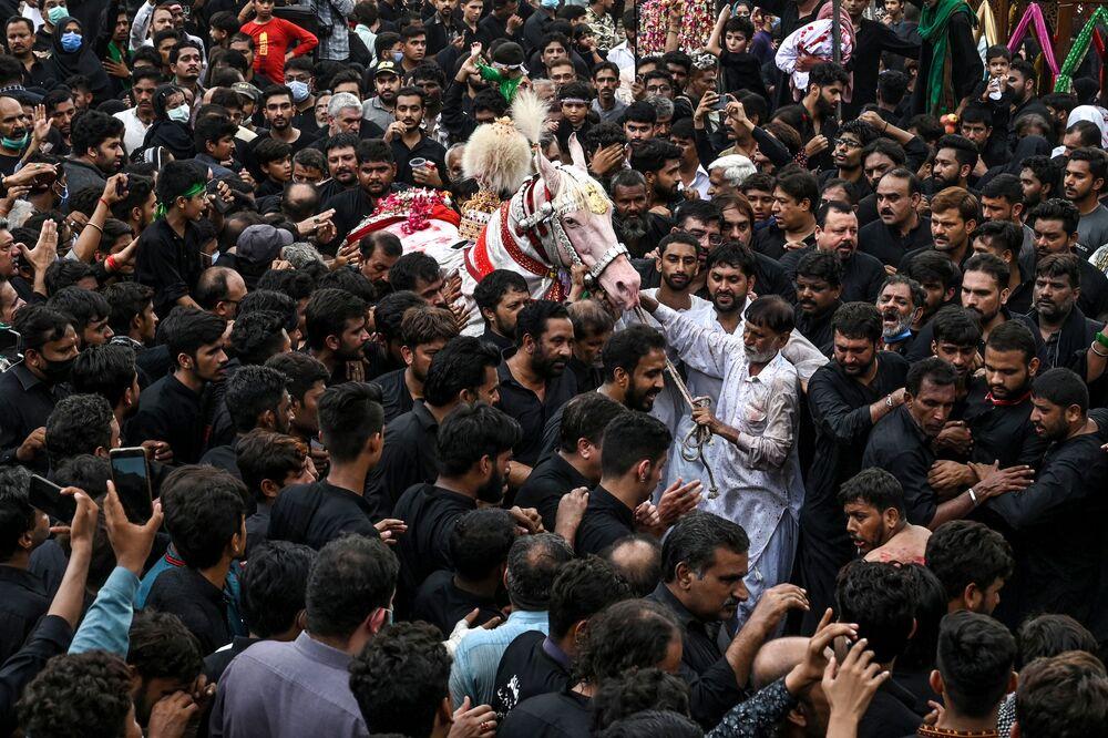 إحياء يوم عاشوراء في لاهور، بالرغم من تفشي فيروس كورونا في باكستان، 30 أغسطس 2020