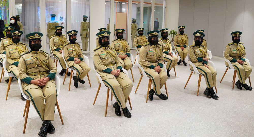 خريجات الدفعة الأولى من الطلبة المرشحين من العنصر النسائي اللواتي انضممن إلى أكاديمية شرطة دبي لدفعة 2016-2020
