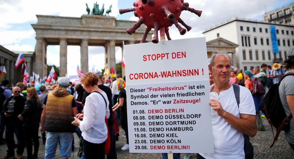 احتجاجات ضد الاجراءات المشددة التي فرضة السلطات الألمانية بسبب فيروس كورونا (كوفيد - 19) في برلين، ألمانيا 29 أغسطس 2020