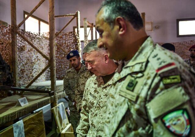 الفريق ركن فهد بن تركي بن عبد العزيز مع الجنرال كينيث ماكينزي قائد القيادة المركزية الأمريكية