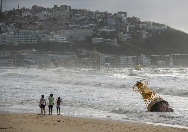 آثار إعصار مايساك في مدينة بوسان، كوريا الجنوبية 3 سبمتبر 2020