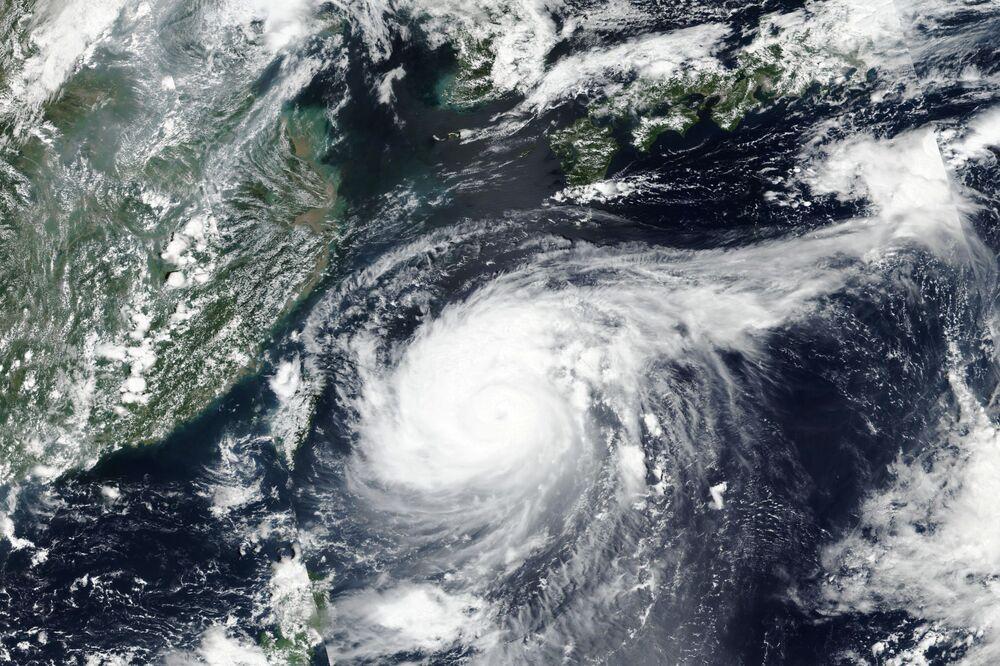 صورة من وكالة الفضاء الأمريكية ناسا لإعصار مايساك يمر فوق اليابان 31 أغسطس 2020