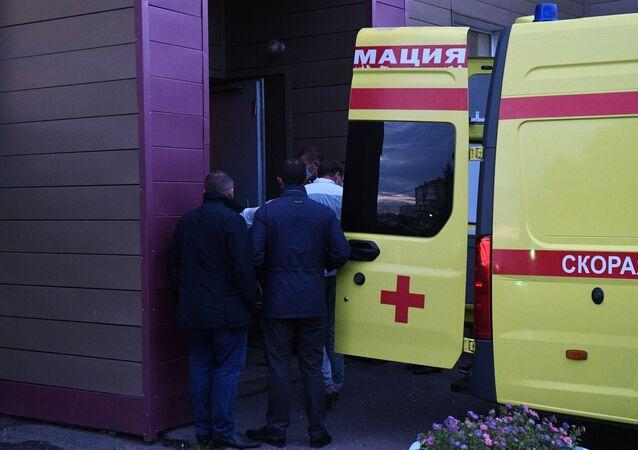 سيارة إسعاف تنقل المعارض الروسي ألكسي نافالني من مشفى في أومسك الروسية إلى برلين في ألمانيا، أغسطس 2020