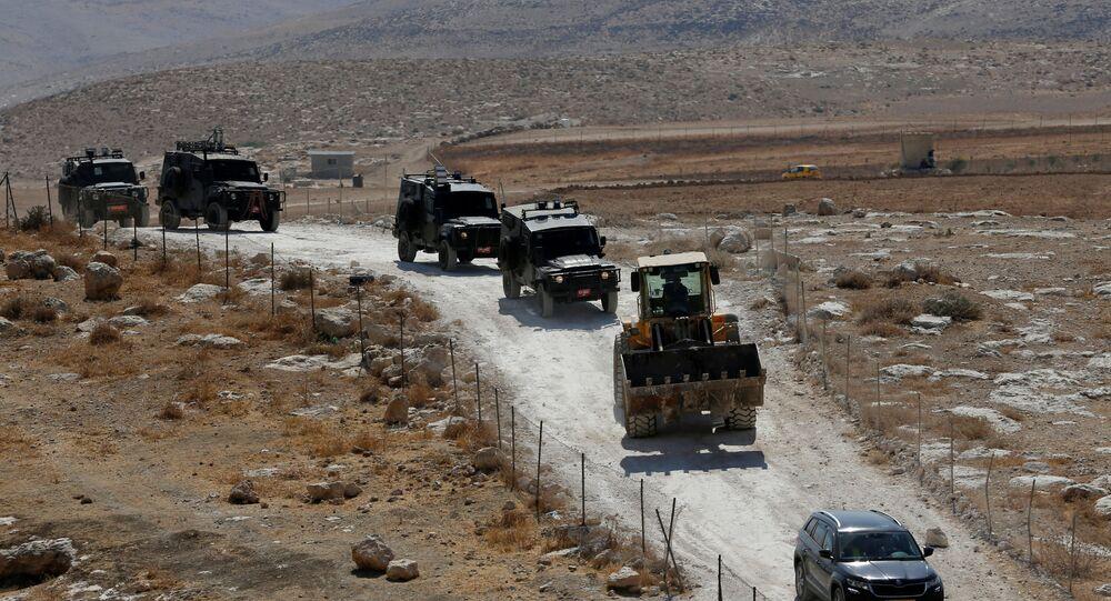القوات الإسرائيلية متوجهة لتدمير منزل فلسطيني في الخليل، الضفة الغربية 2 سبتمبر 2020