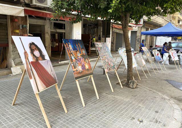 عرض أعمال فنية حول انتشار فيروس كورونا في حي جميزة، أحد أكثر الأحياء اكتظاظا في بيروت، لبنان 4 سبتمبر 2020