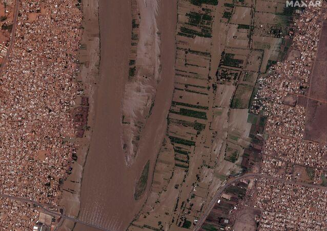صورة من الأقمار الصناعية وفرتها شركة ماكسار تُظهر جسر الحلفاية والكدرو أثناء فيضانات ضخمة في الخرطوم، السودان  5 سبتمبر 2020