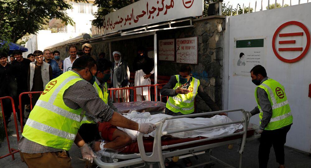 نقل مصابي انفجار استهدف موكب نائب الرئيس الأفغاني