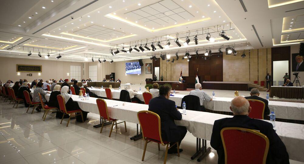 الرئيس الفلسطيني محمود عباس يترأس اجتماع الفصائل الفلسطينية حول اتفاق السلام بين الإمارات وإسرائيل، في رام الله، الضفة الغربية، فلسطين 3 سبتمبر 2020
