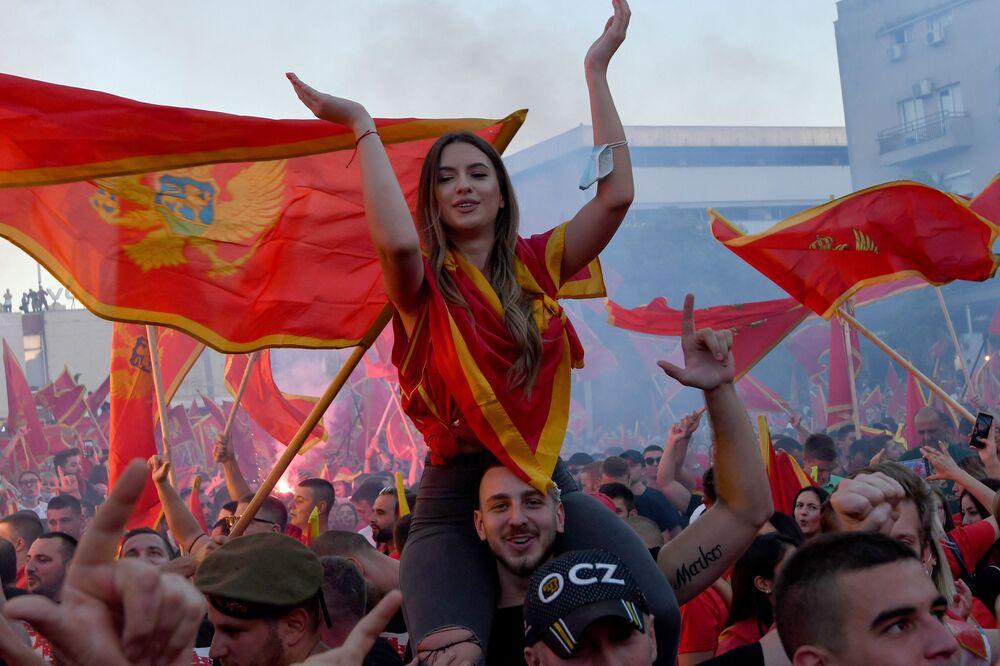 المشاركون في التجمع بعد الانتخابات البرلمانية في بودغوريتشا، الجبل الأسود 6 سبتمبر 2020