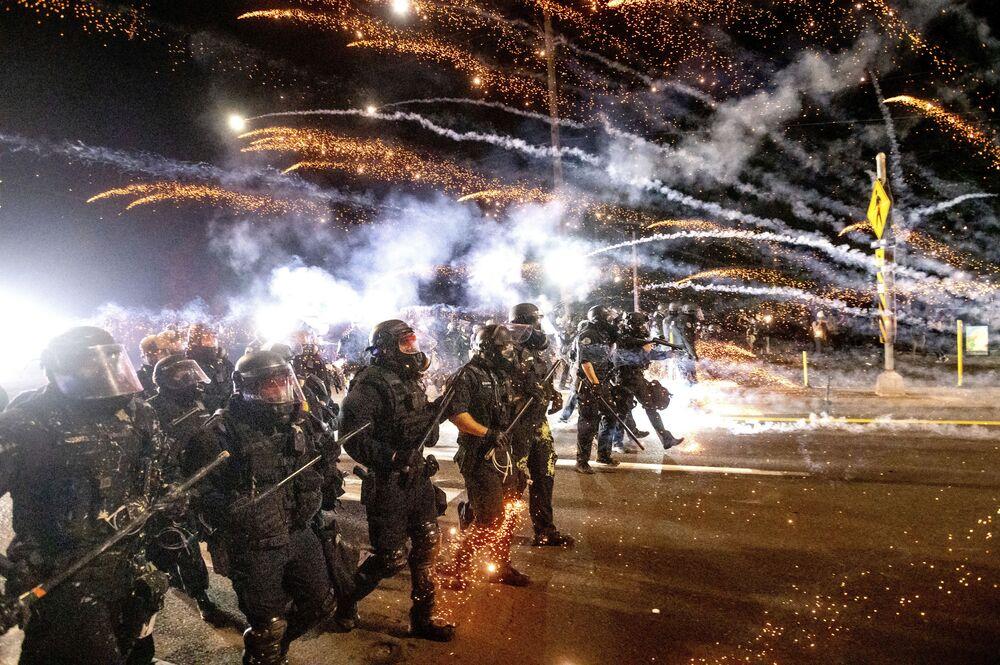 الشرطة الأمريكية تفرق المتظاهرين خلال مظاهرة في بورتلاند 6 سبتمبر 2020