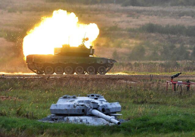 دبابة من طراز توري 96 التابعة للفريق العسكري الصيني في سباق بياثلون الدبابات في إطار الألعاب العسكرية الدولية الجيش -2020، 5 سبتمبر 2020