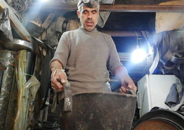 ورشة محمود سراج في مدينة حلب القديمة