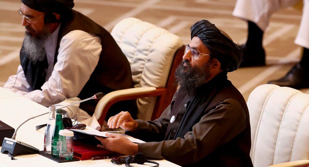 الملا عبد الغني بردار، رئيس وفد طالبان، خلال الجلسة الافتتاحية لمفاوضات السلام بين الحكومة الأفغانية وحركة طالبان، المنعقدة في الدوحة، قطر 12سبتمبر 2020
