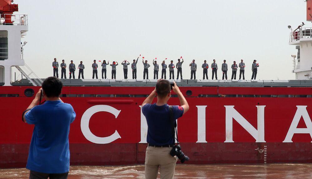 الباحثون الصينيون على متن كاسحة الجليد الصينية Xuelong ، 20 يوليو 2017