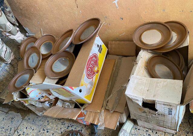 الأجهزة الأمنية العراقية تضبط أحزمة ناسفة وعتاد في أحد مخازن تنظيم داعش الإرهابي بمركز محافظة نينوى، شمالي العراق 15 سبتمبر 2020