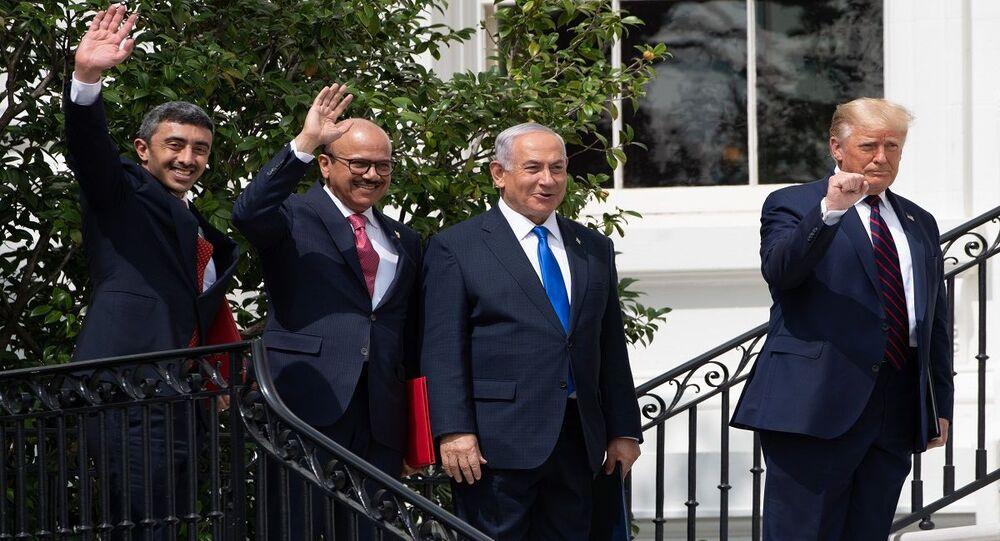 توقيع اتفاقيتي السلام بين إسرائيل وكل من الإمارات والبحرين في البيت الأبيض بحضور الرئيس الأمريكي دونالد ترامب وممثلي الدول الثلاث