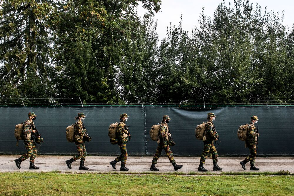 ولية عهد بلجيكا الأميرة إليزابيث خلال التدريب العسكري في معسكر إلسنبورن للجيش البلجيكي في بوتغينباخ، بلجيكا، 10 سبتمبر 2020
