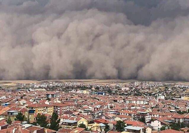 عاصفة رملية تضرب مدينة أنقرة، تركيا 12 سبتمبر 2020