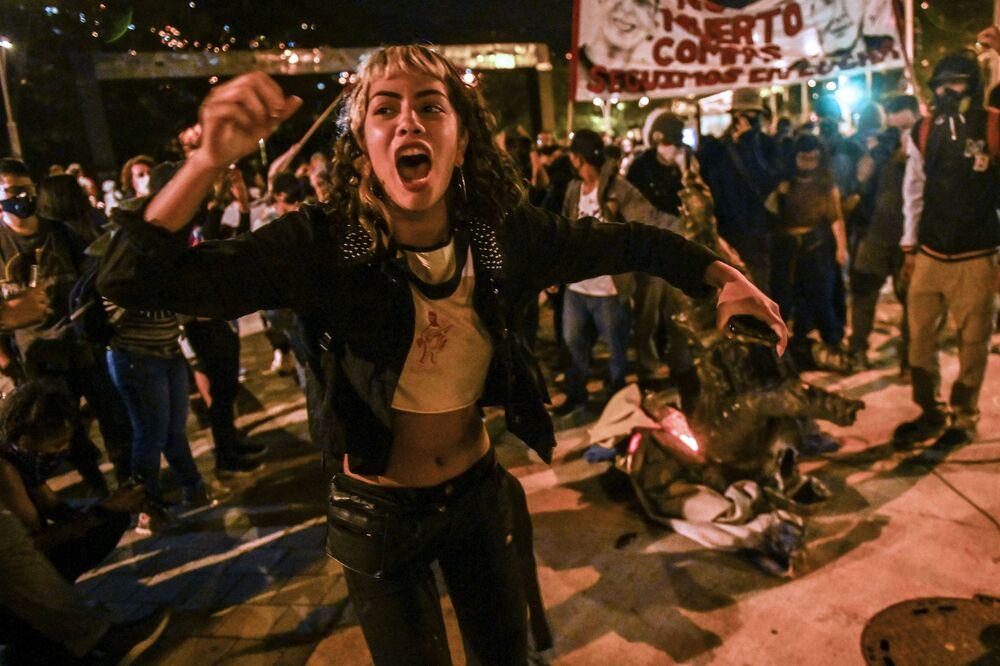 متظاهرة في احتجاجات ضد عنف الشرطة في ميديلين، كولومبيا 15 سبتمبر 2020