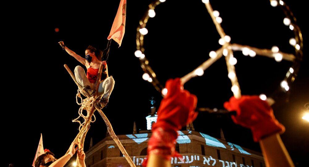 احتجاجات ضد رئيس الوزراء الإسرائيلي بنيامين نتنياهو بسبب ملف الفساد المتهم به، والصعوبات الاقتصادية الناجمة عن الإغلاق التام خلال أزمة فيروس كورونا (كوفيد -19) في القدس، إسرائيل 12 سبتمبر 2020