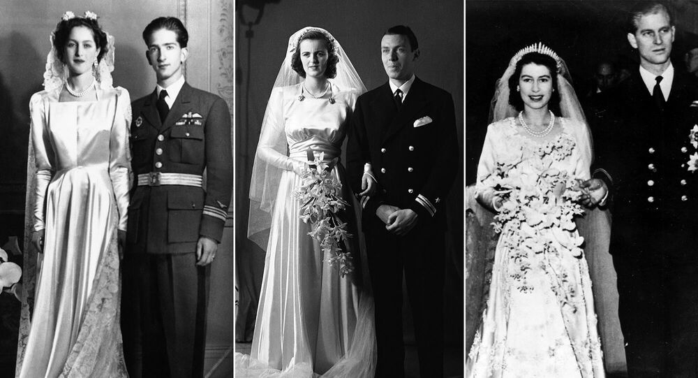 على يسار الصورة: ألكسندرا، أميرة اليونان والدنمارك بعد حفل زفاف مع زوجها بيتر الثاني كاراغيورغيفيتش، آخر ملوك يوغوسلافيا، في 20 مارس/ آذار 1944؛ (وسط الصورة): ليدي سارة كونسويلو سبنسر-تشرشل مع زوجها الملازم إدوين راسل، 15 مايو/ أيار 1943؛ يمين الصورة: ملكة بريطانيا العظمى إليزابيث الثانية مع زوجها فيليب، دوق إدنبرة، أمير اليونان والدنمارك، 20 نوفمبر/ تشرين الأول 1947.