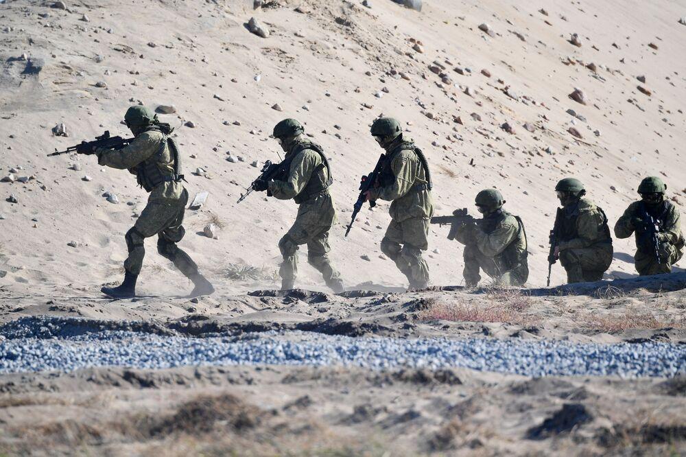 مناورات الأخوة السلافية بمشاركة قوات فيلق بسكوف الروسية ووحدات العمليات الخاصة للجيش البيلاروسي في حقل بريتسكي، 21 سبتمبر 2020