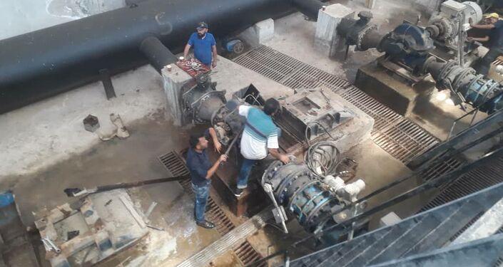 درويات من الشرطة العسكرية الروسية ترافق مهندسي وفنيي المؤسسة العامة لمياه الشرب الحكومية في الحسكة، سوريا