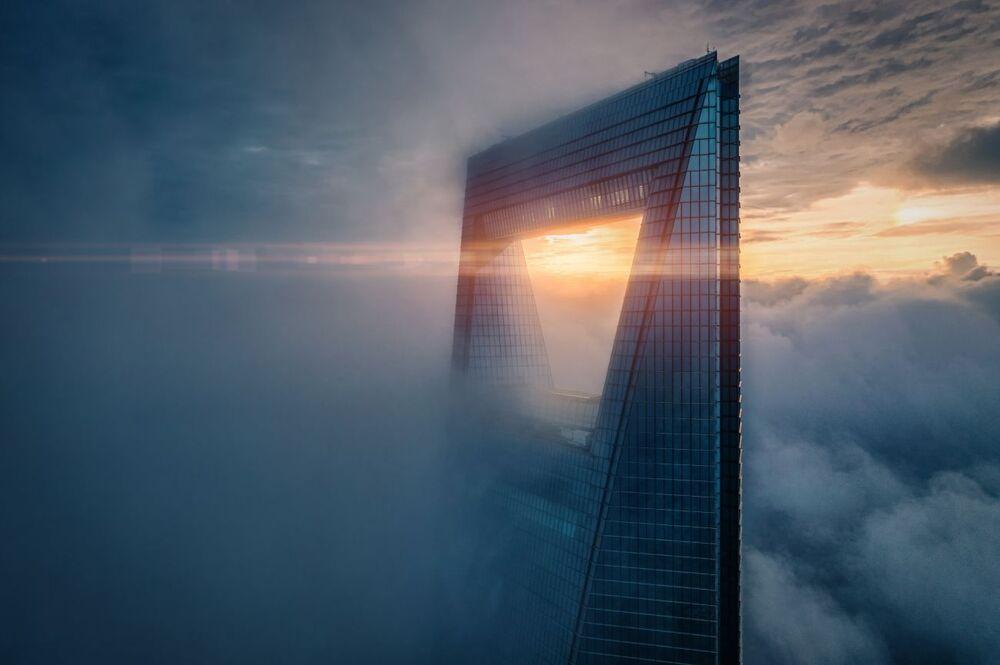 صورة بعنوان الشروق في أعلى القمة، للمصور ريكس زو، الفائزة في فئة الفن الحضاري من مسابقة جوائز التصوير بواسطة الدرون لعام 2020