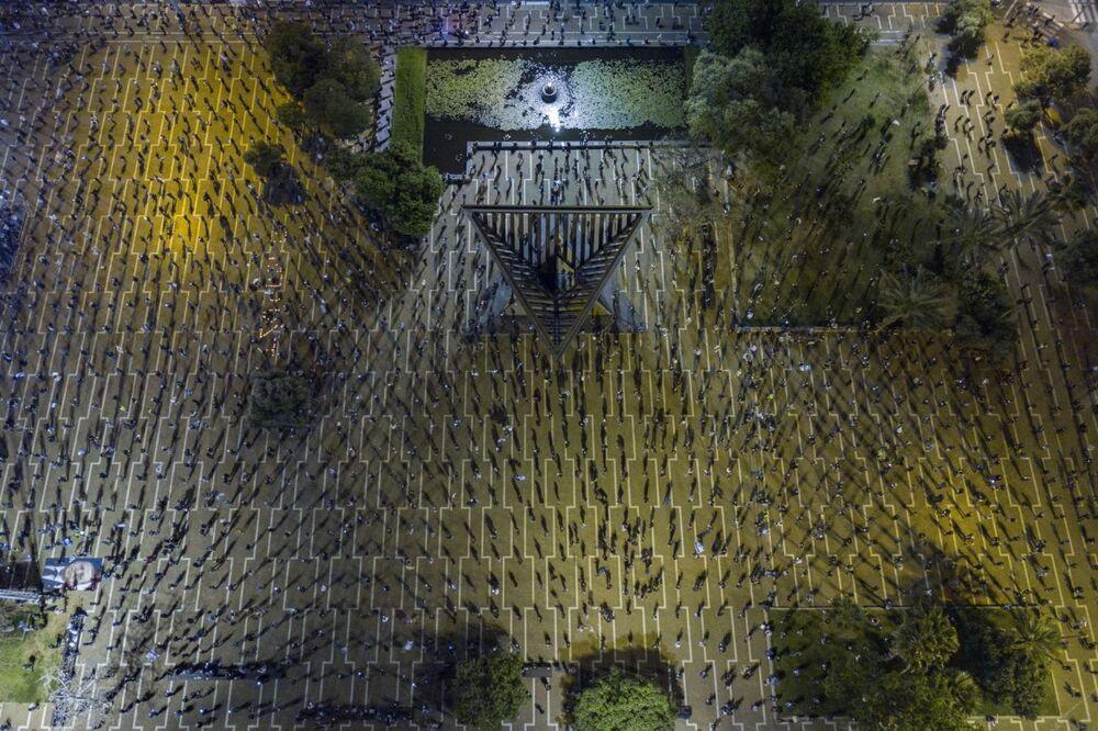 صورة بعنوان العلم الأسود، للمصور توكمير أبلباوم، الفائزة في فئة الحياة في ظل كوفيد-19 من مسابقة جوائز التصوير بواسطة الدرون لعام 2020