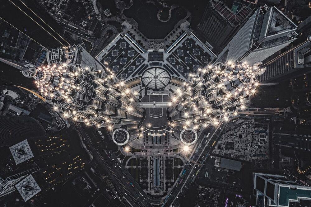 صورة بعنوان هندسة من الفضاء الخارجي على الأرض، للمصور توماس كوالسكي، الفائزة في فئة الفن الحضاري من مسابقة جوائز التصوير بواسطة الدرون لعام 2020