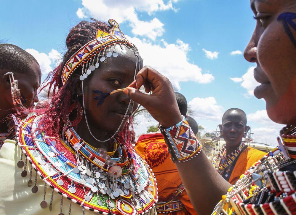 نساء قبيلة ماساي خلال احتفالات أولنغيشير (Olng'esherr) عند تلال ماباراشا، بالقرب من كاجيادو في كينيا، 23 سبتمبر  2020