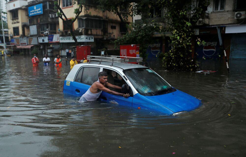 تداعيات الأمطار الغزيرة في مومباي، الهند 23 سبتمبر 2020