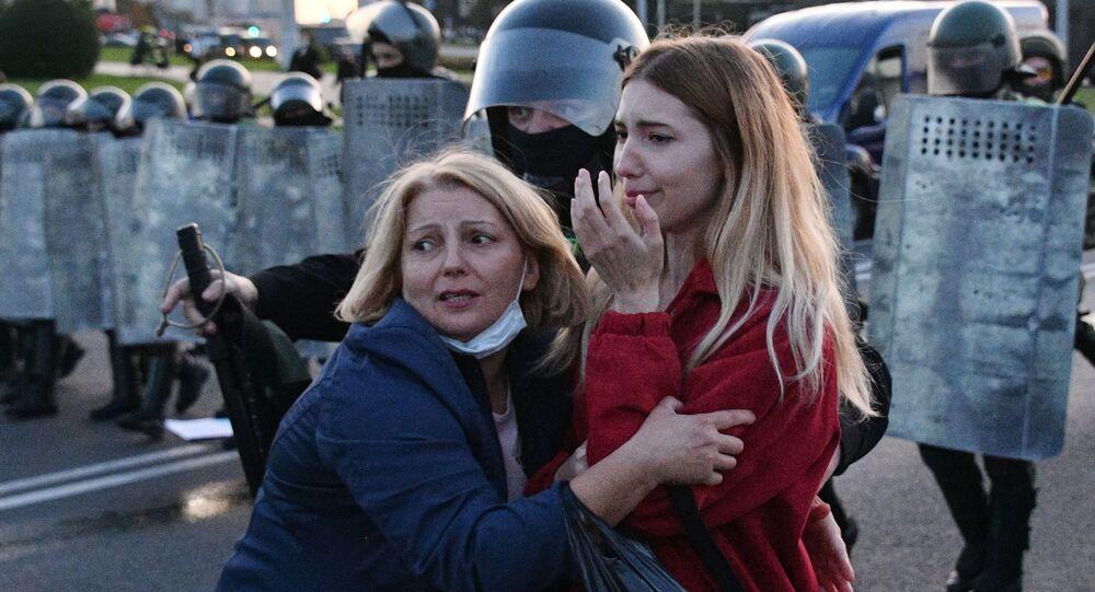 عناصر الشرطة البيلاروسية والمتظاهرين في مدينة مينسك، بيلاروسيا 23 سبتمبر 2020