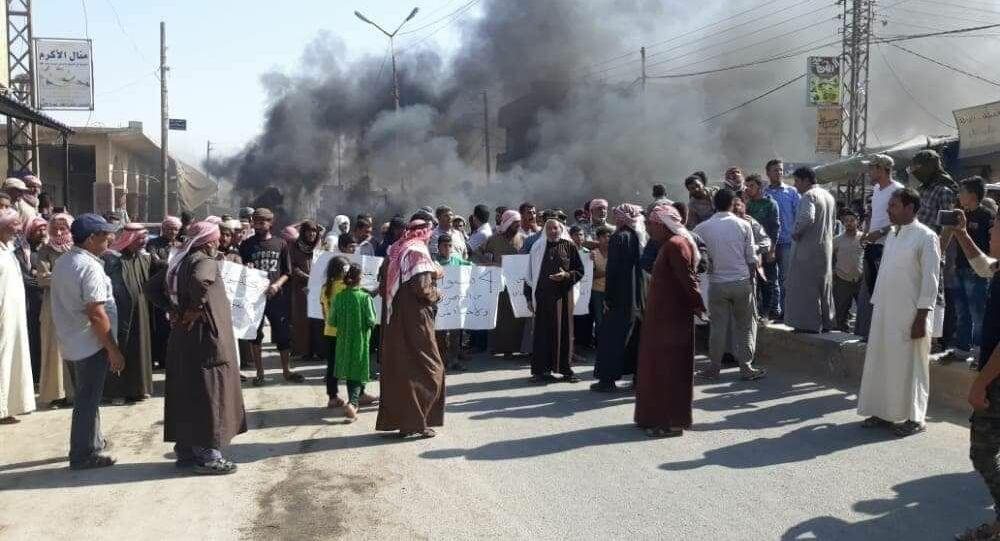 مظاهرات عشائرية في أهم مدينة نفطية يسيطر عليها الجيش الأمريكي شرقي سوريا