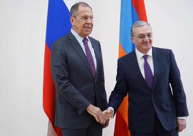 لقاء وزير الخارجية الروسي لافروف مع وزير خارجية أرمينيا زوهراب مناتساكانيان