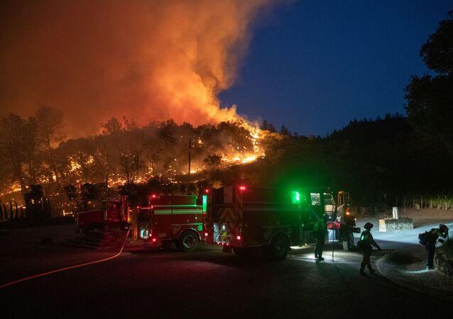 حرائق الغابات في مقاطعة نابا فالي بشمال ولاية كاليفورنيا الأمريكية