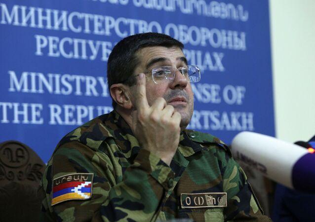 التصاعد العسكري بين أرمينيا و أذربيجان -  زعيم منطقة ناغورني قرة باغ الأرمني أرايك هاروتيونيان ، 27 سبتمبر 2020
