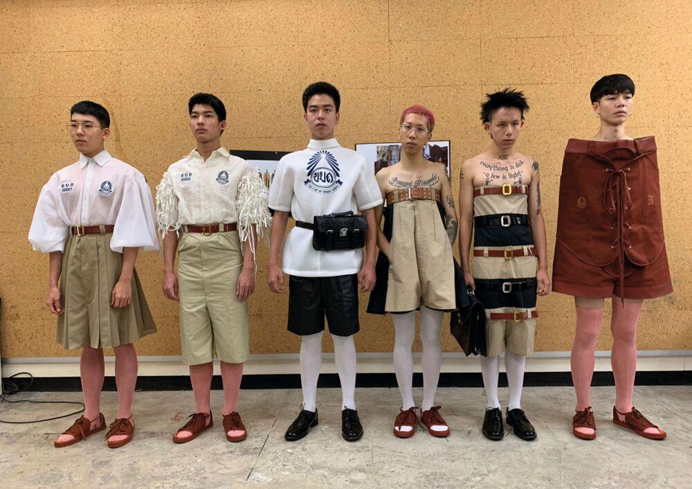 مجموعة من الأزياء البديلة للزي المدرسي الرسمي في تايلاند، من تصميم المصمم تين تونسوبون