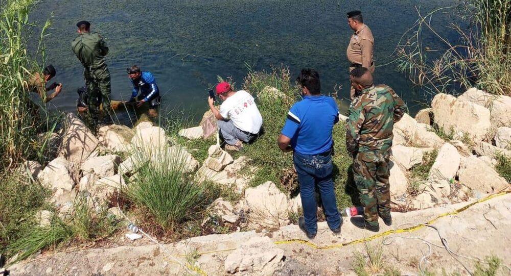 الأجهزة الأمنية العراقية المختصة بمكافحة المتفجرات، مع خبراء فرنسيين، ينفذون عملية نوعية لتطهير نهر الفرات بمركز محافظة الأنبار غربي العراق،  30 سبتمبر/ أيلول 2020