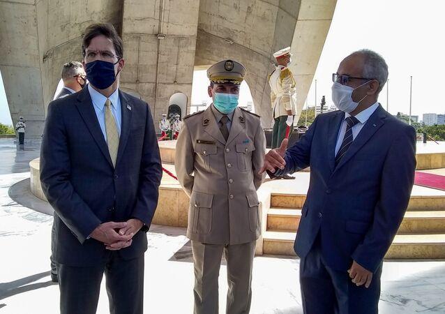 وزير الدفاع الأمريكي مارك إسبر في الجزائر