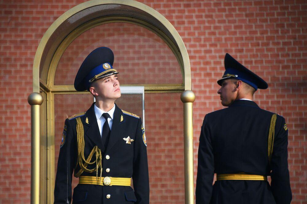 حرس الشرف أمام قبر الجندي المجهول في موسكو، 29 سبتمبر 2020