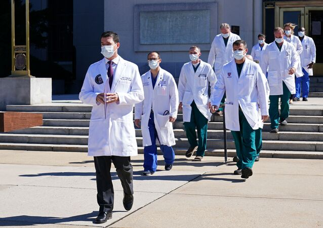 الدكتور شون كونلي، طبيب الرئيس الأمريكي دونالد ترامب بالمركز الطبي ولتر ريد في ماريلند، الولايات المتحدة 2 أكتوبر 2020