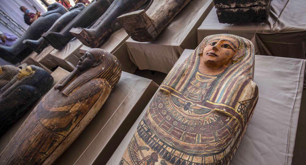 اكتشاف توابيت يقدر عمرها حوالي 2500 سنة في سقارة بمحافظة الجيزة، على بعد 30 كيلومترا جنوب القاهرة، مصر 3 أكتوبر 2020