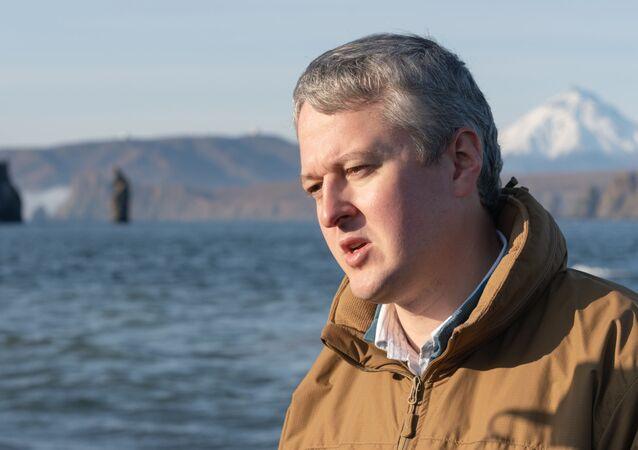 محافظ كامتشاتكا فلاديمير سولودوف أثناء المقابلة في خليج أفاشا