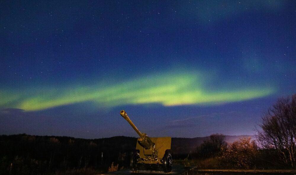 الشفق القطبي في منطقة وادي المجد بإقليم مورمانسك، روسيا