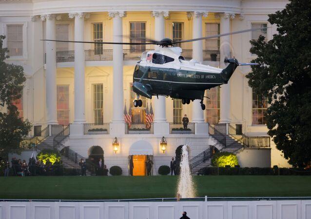 الرئيس الأمريكي دونالد ترامب يعود إلى البيت الأبيض بعد خروجه من مستشفى والتر ريد الطبي العسكري بعد تلقي علاج كورونا 6 أكتوبر تشرين الأول 2020