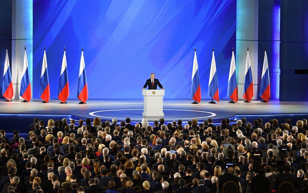 كلمة الرئيس الروسي فلاديمير بوتين أمام الجمعية الفيدرالية، بما في ذلك نواب مجلس الدوما، الغرفة السفلى بالبرلمان، وأعضاء مجلس الاتحاد الروسي، الغرفة العليا للبرلمان، في موسكو، روسيا، 15 يناير 2020